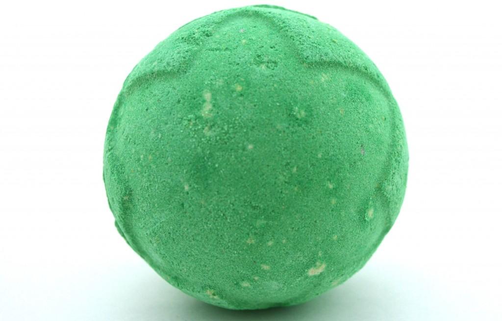 LUSH Lord of Misrule Bath Bomb  (1)