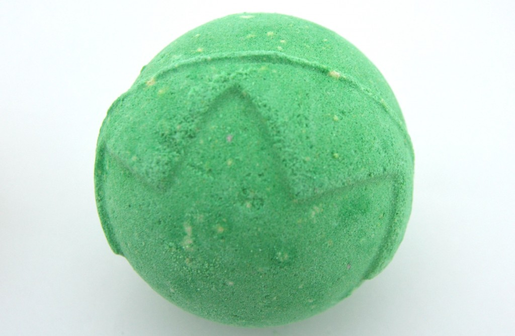 LUSH Lord of Misrule Bath Bomb  (2)