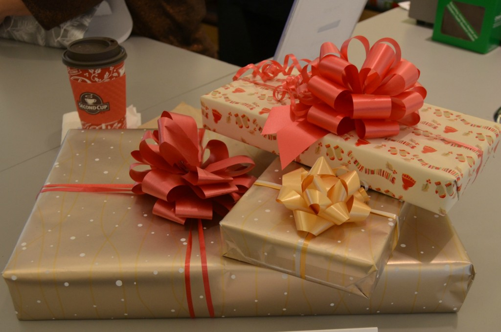 Gift Wrapping (2)