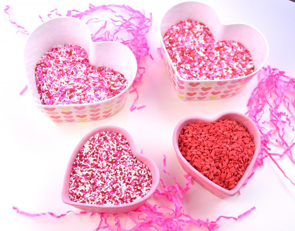 Valentine's Chocolate Covered Pretzels (1)