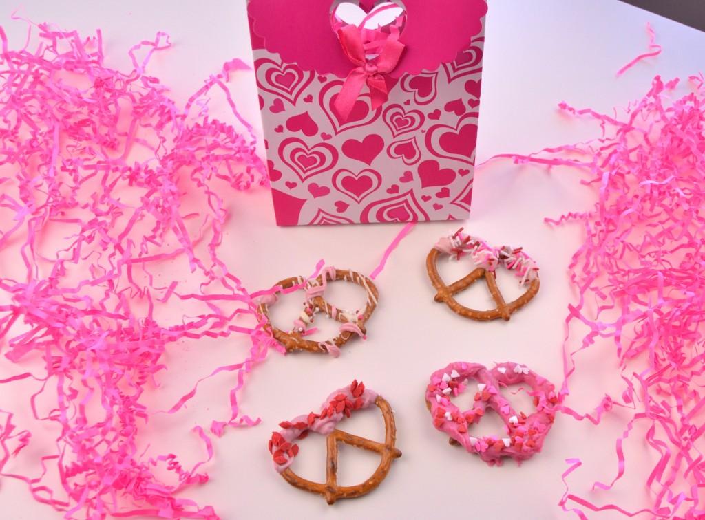 Valentine's Chocolate Covered Pretzels (4)