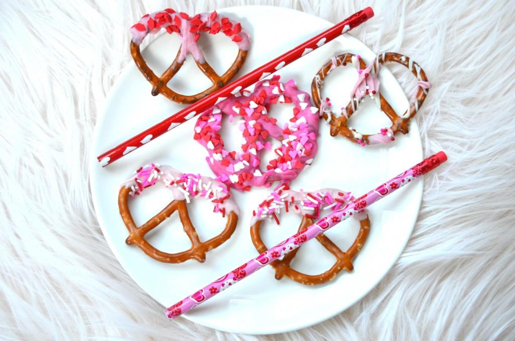 Valentine's Chocolate Covered Pretzels (6)