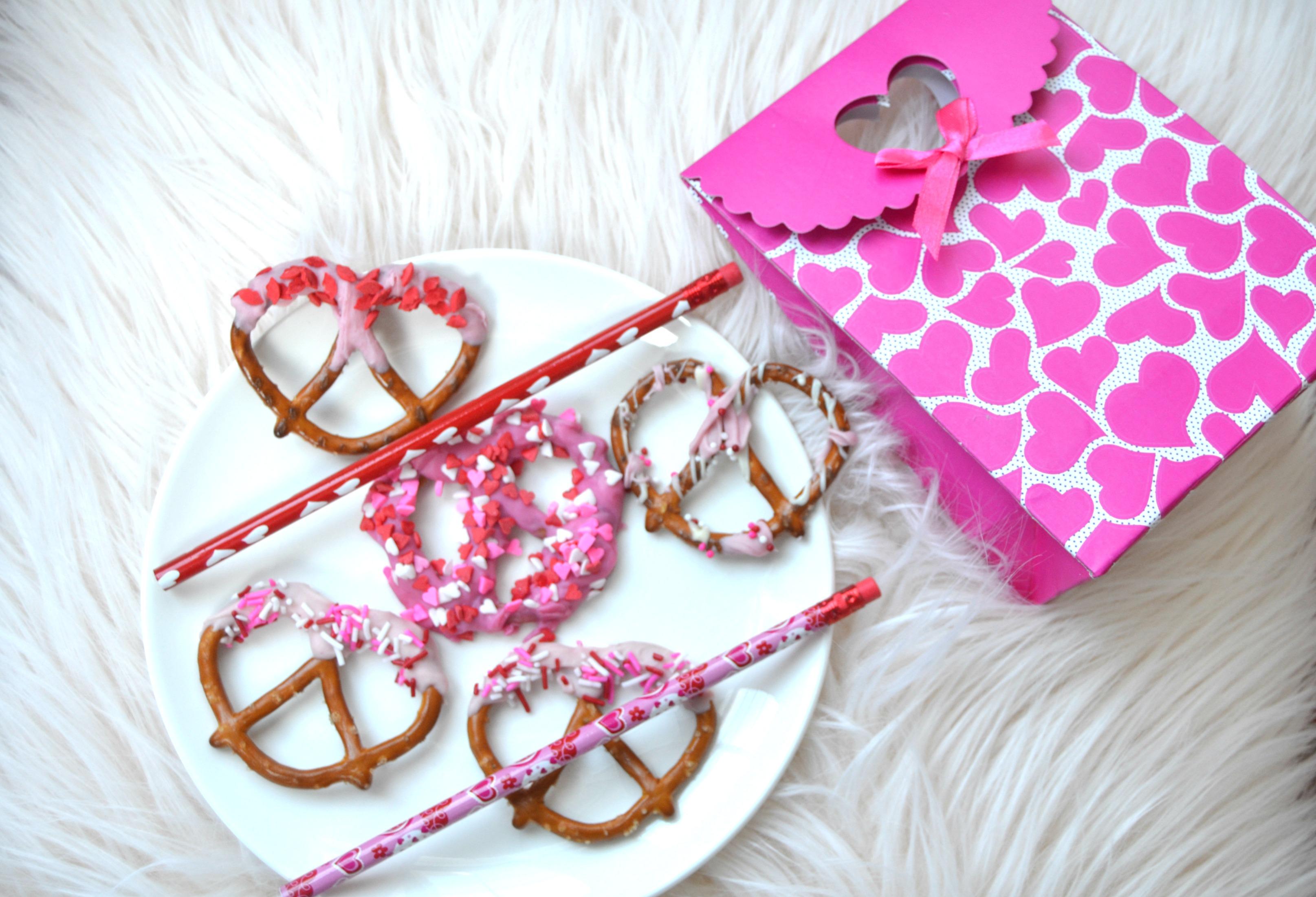 Valentine\'s Chocolate Covered Pretzels