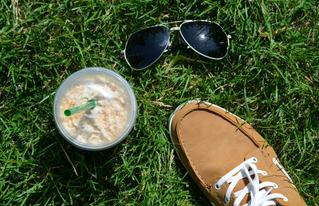 Canadian Fashion Bloggers, Canadian Fashion Blog, summer outfits, spring shoes, starbucks coffee