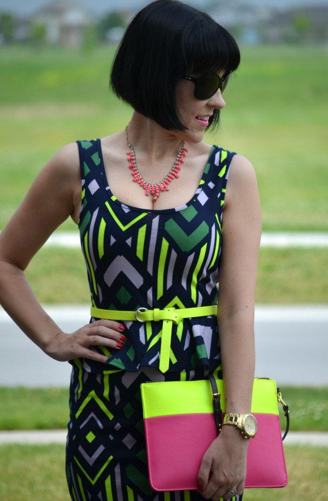 Canadian Fashion Blogger, Fashionista, stilettos, pink necklace, neon, oakley sunglasses