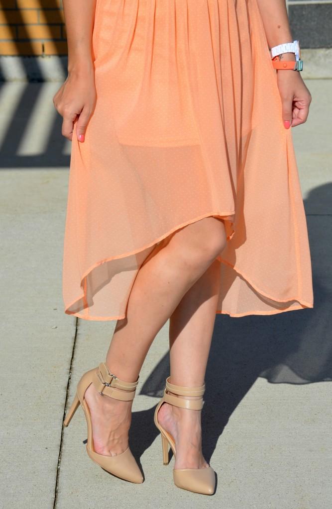 Nude Pumps, killer heels, short skirt