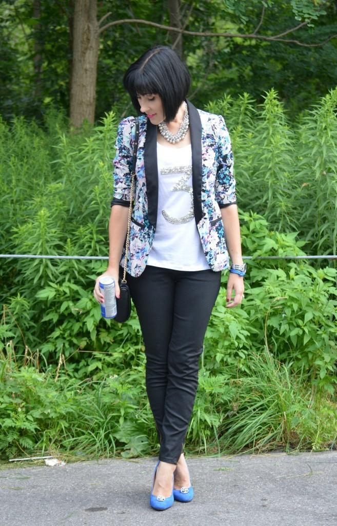 Smart Set, LC, Lauren Conrad, White Tee, Blue Shoes, Shoelery, plant jeans, zipper pants, starbucks