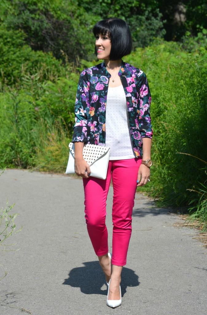 how to style a floral jacket, floral blazer, flowery jacket, bold prints, floral prints, white tank top, pink capris, white pumps