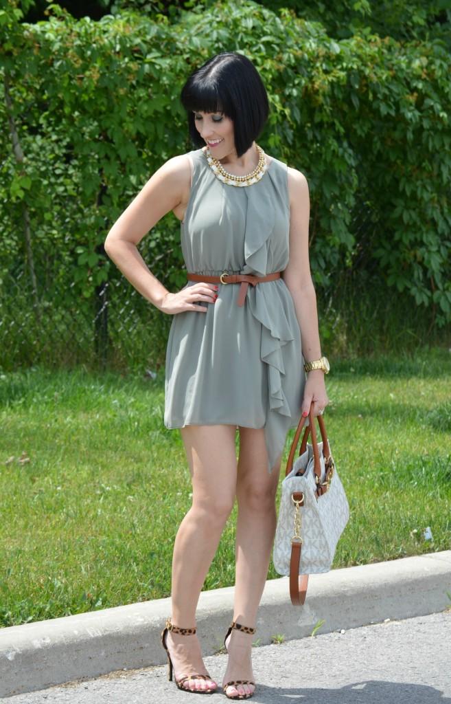 Canadian Fashion Blogger, Fashionista, stilettos, green dress, Canadian, Gold Necklace