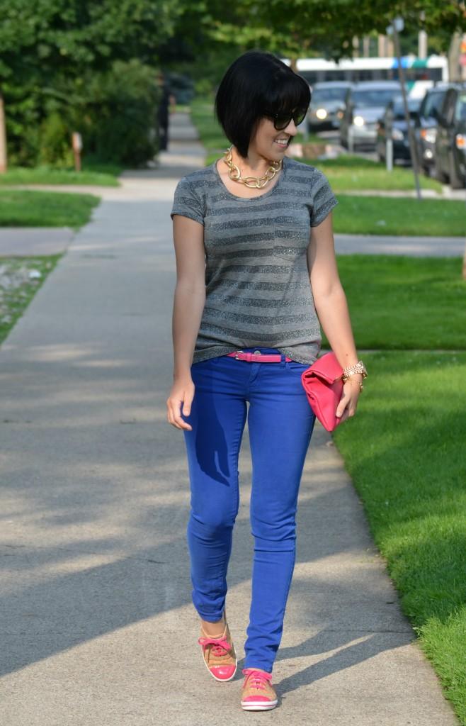 Chapters clutch, hot pink clutch, pink purse, handbag, blue skinny jeans, blue jeans, skinny pants, keds