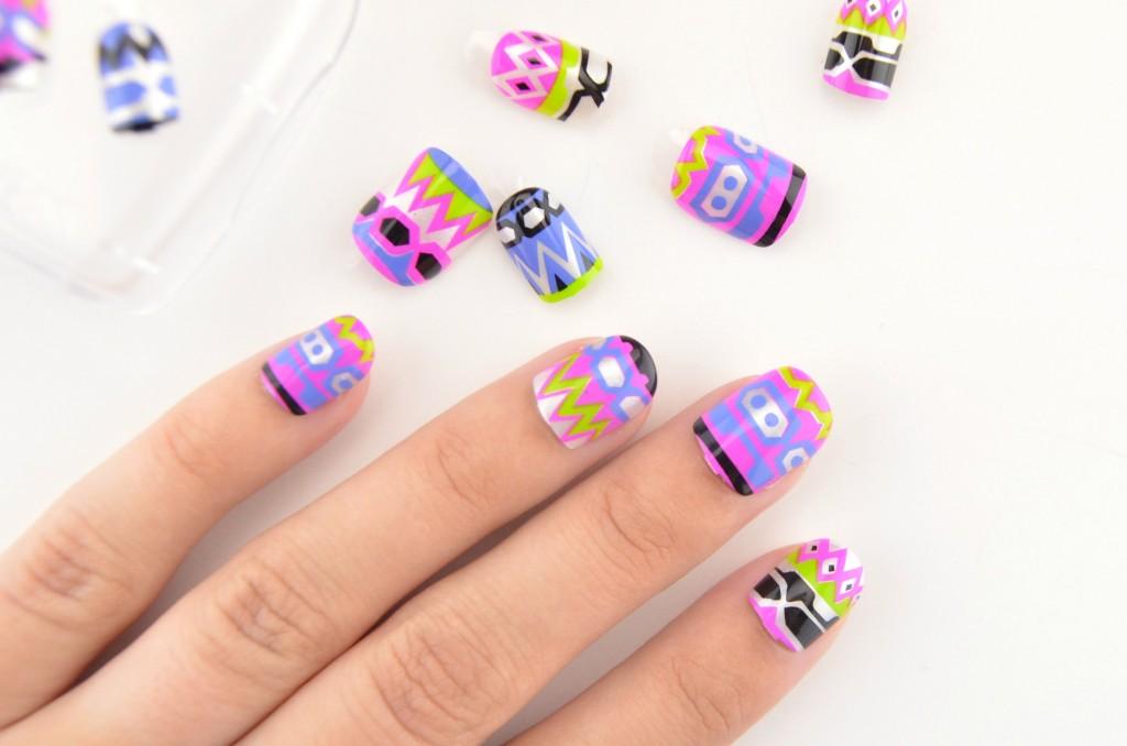 bold nails, prints and patterns, nail polish, press-on, fake nails, stick on