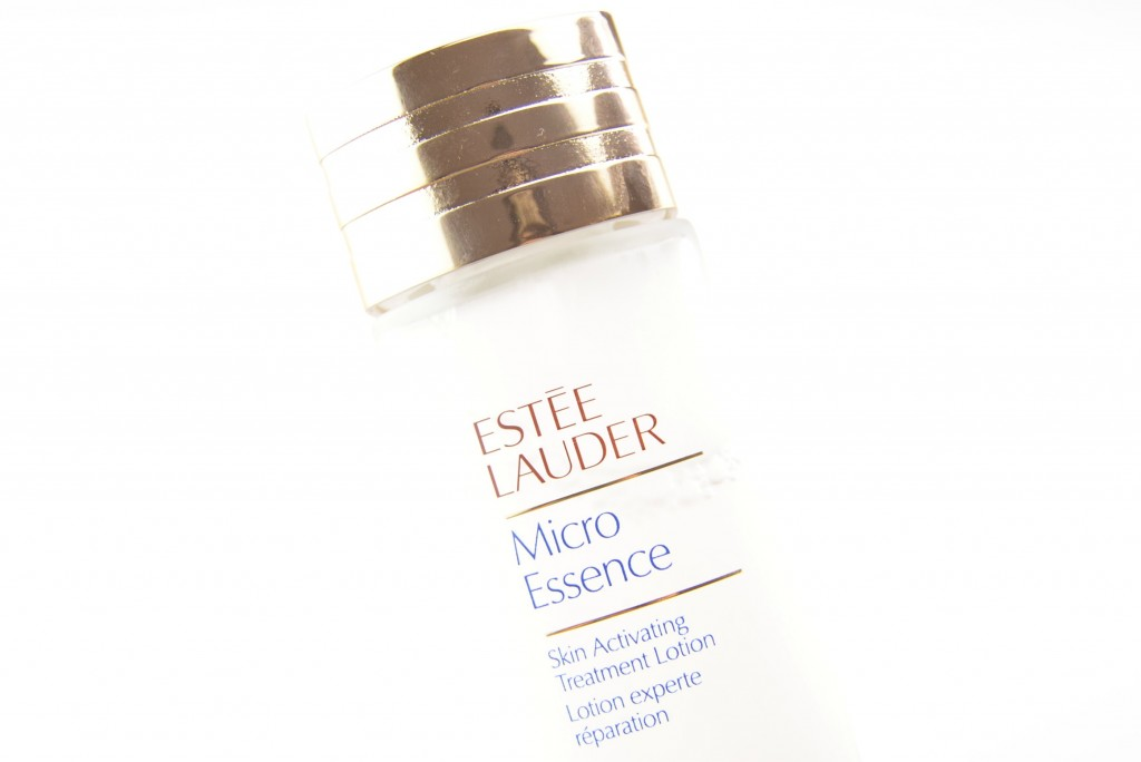Estée Lauder Micro Essence, Skin Activating Treatment, Review, Swatch, Swatches, Makeup Reviews, Cosmetics Swatches, Tester, Test, Blogger Review