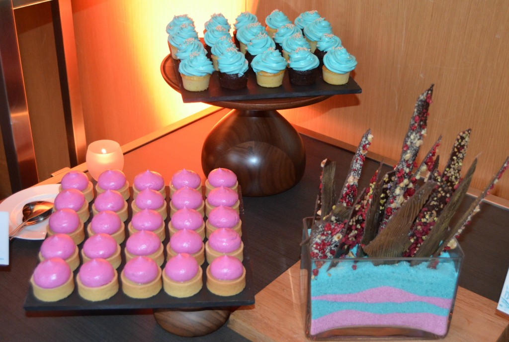 Sweet treats, yummy snacks, cupcakes, chocolate, l'oreal, mini cupcakes