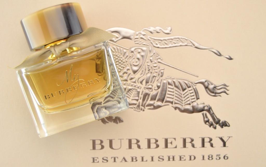 commanding scent, very feminine, very sexy, very empowering, ladies perfume, scent, roses