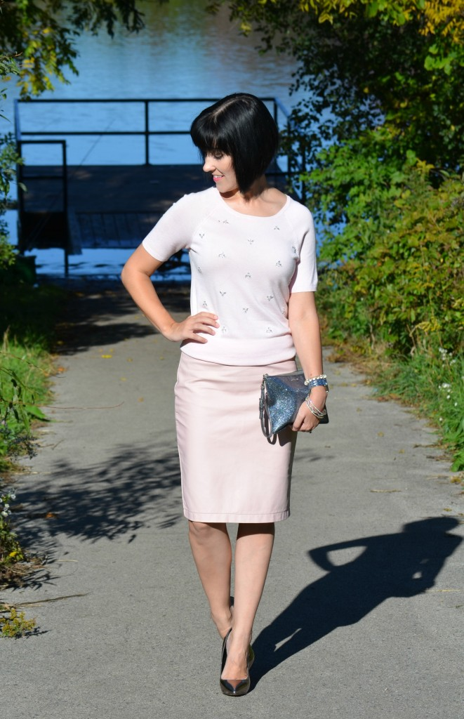 What I Wore, Sweater, Smart Set, Clutch, Coach, Leather Skirt, RW & Co, Pumps,  Steve Madden, pink skirt, leather