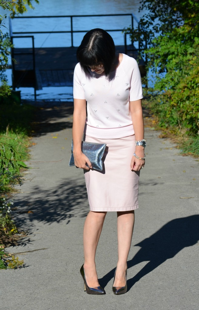 Smart Set Sweater, Coach Clutch, RW & Co Skirt, Steven Madden Pumps, Pink leather Skirt, silver shoes, pink sweater, silver clutch, pink, silver, grey shoes