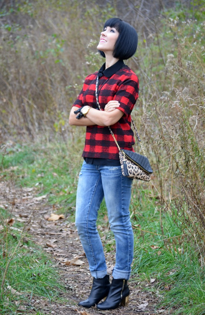 leopard print, black purse, cocoa jewelry necklace, statement necklace, black bracelet, Canadian jewelry, The bay booties, black boots, the gap jeans, boyfriend jeans