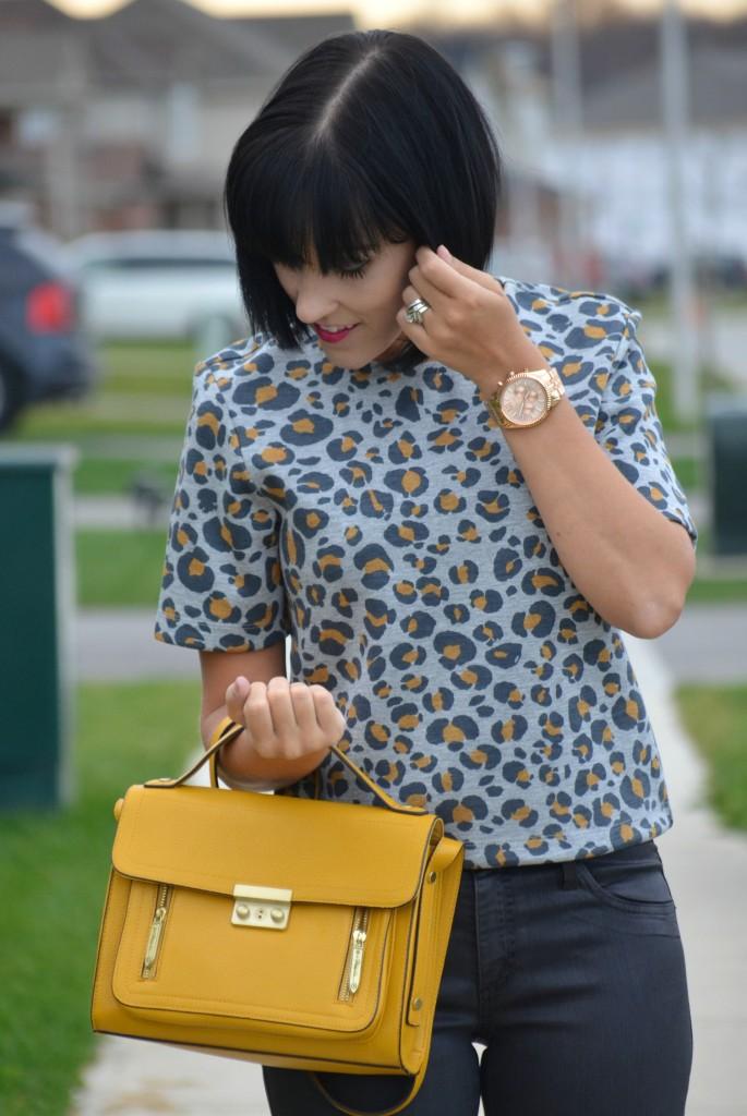 animal print, h&m, mustard pumps, yellow shirt, michael kors watch, skinny jeans, rose gold