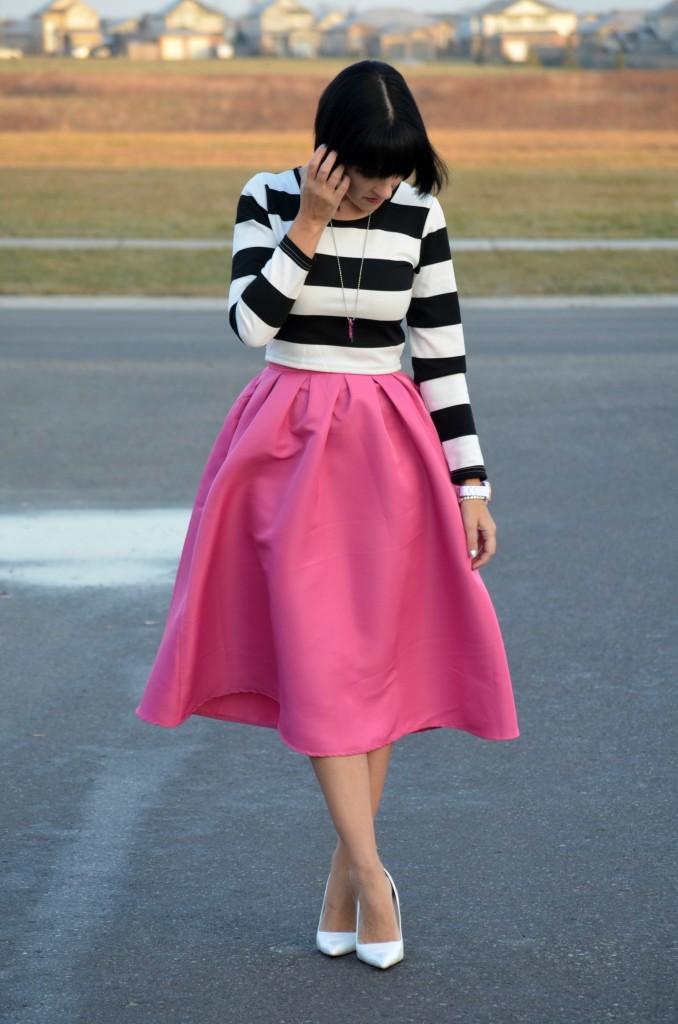 La Clé Jewelry necklace, pink keys, purple key necklace, statement necklace, hot pink skirt, crop top and skirt, white pumps, fashion blogger