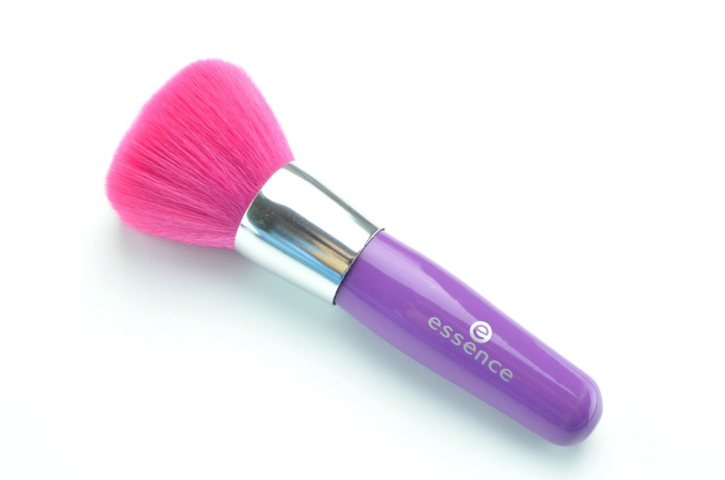 Essence Like An Unforgettable Kiss Brush
