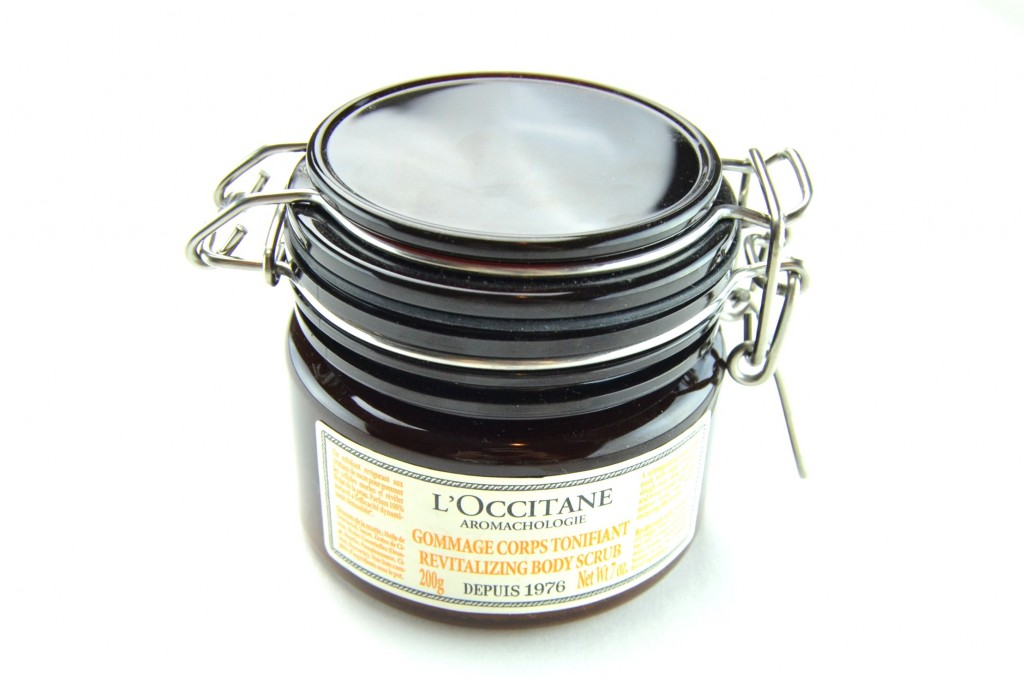 L'Occitane Revitalizing Body Scrub  (1)