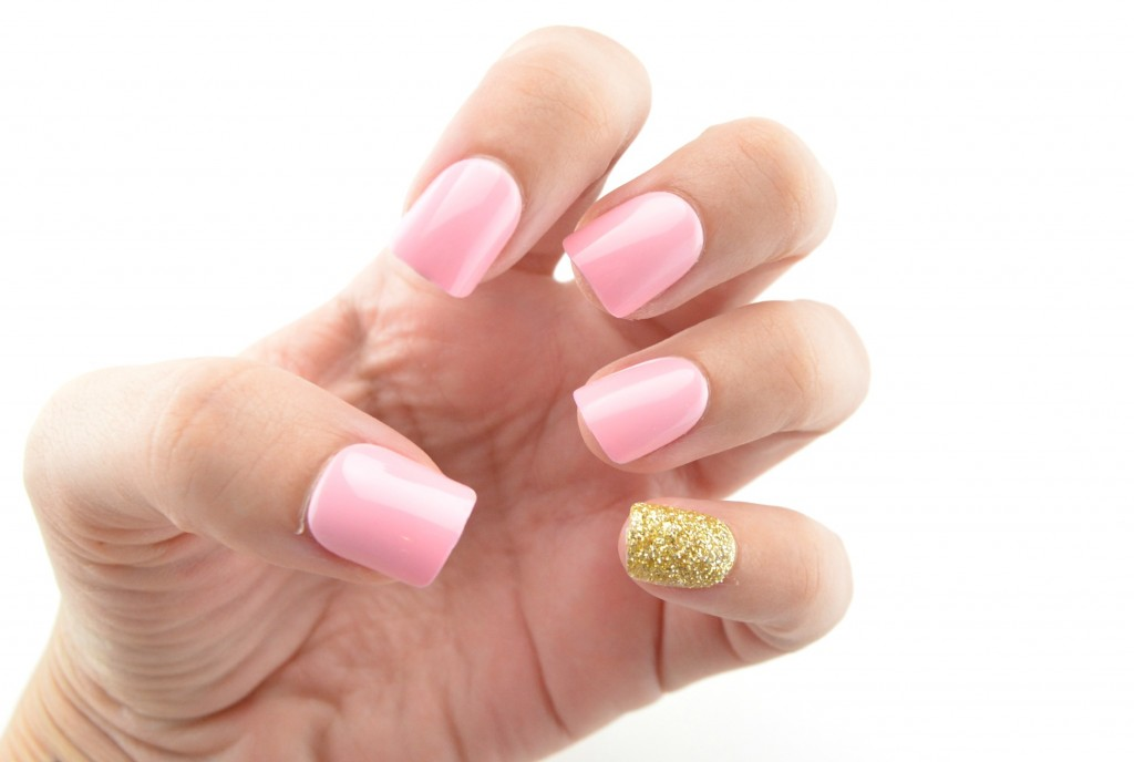 Kiss nails, pink nails, gold nails, gold sparkly nails