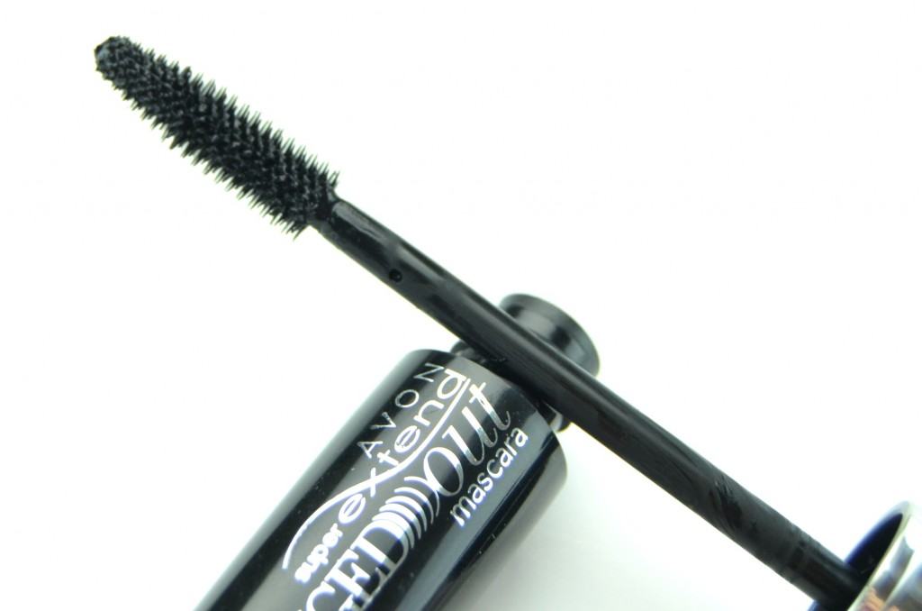 Avon SuperExtend Winged Out Mascara review, avon mascara, winged out lashes, black mascara, avon black mascara