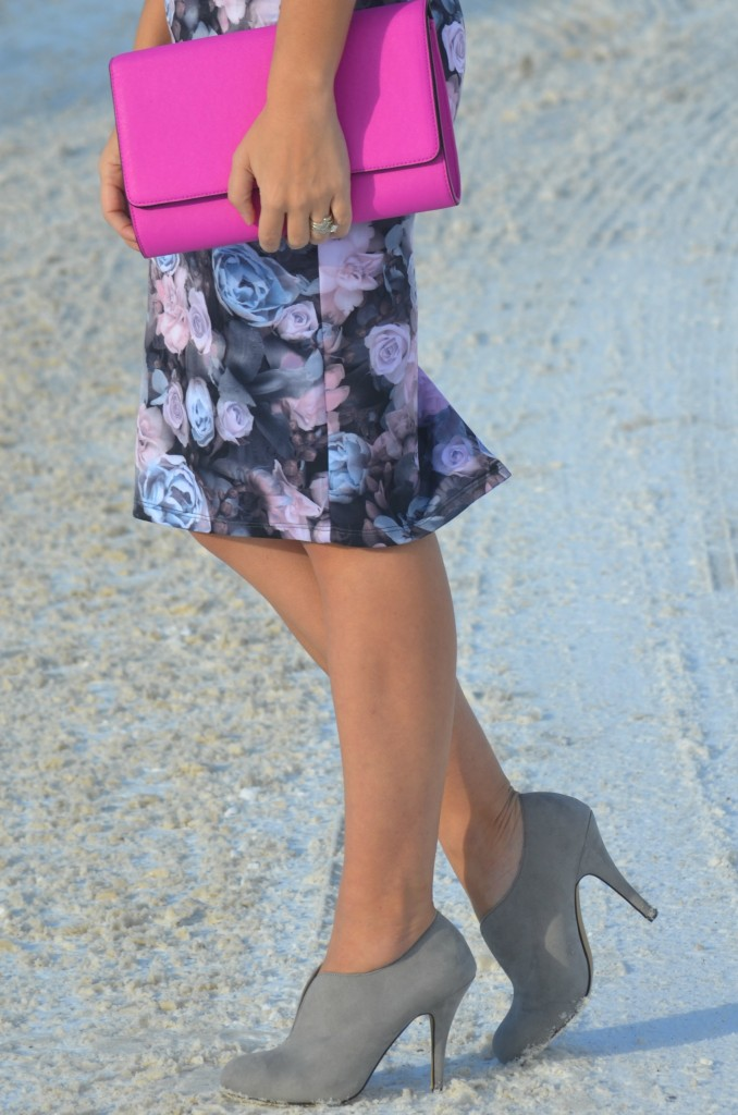 polette eyewear, polette sunglasses, pink clutch, floral skirt, black sunglasses, grey booties, grey boot, purple purse