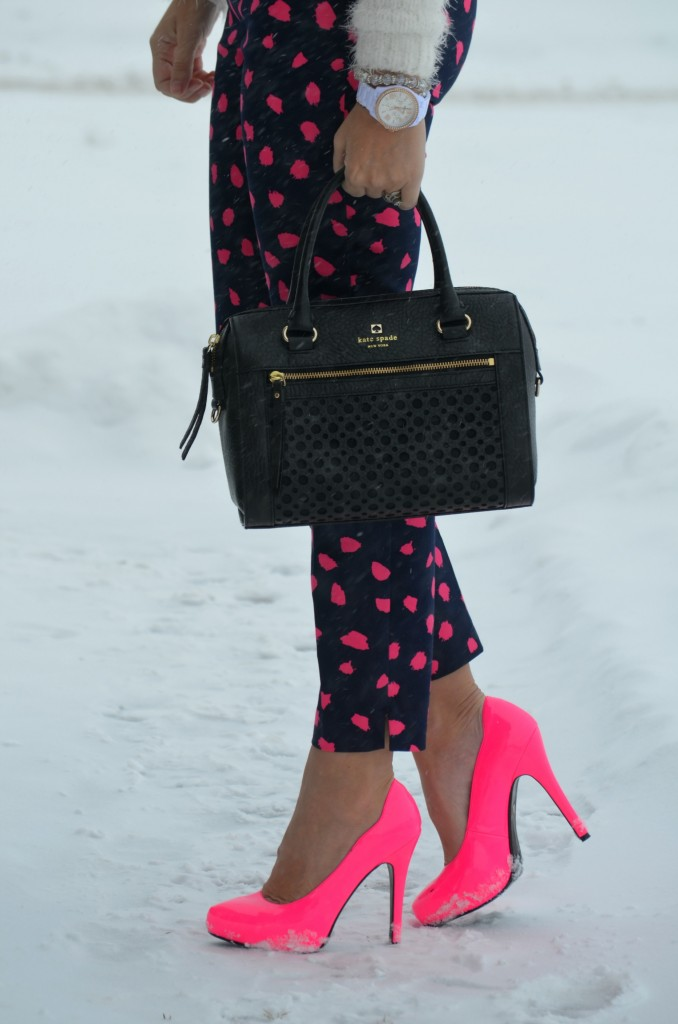 Hot Pink Pumps, Le Chateau pumps, pink shoes, pink pumps, le chateau pink pumps, black handbag, statement purse, crystal silver bracelet, fossil watch