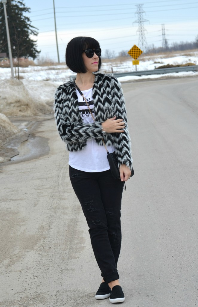 What I Wore, Graphic Tee, Smart Set t-shirt, Black and White Fur Coat, H&M coat, Canadian fashionista, black Sunglasses, Polette sunglasses