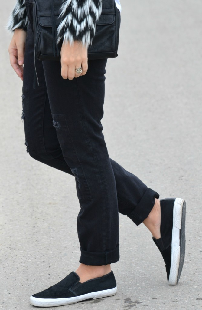 black Purse, Smart Set bag, Boyfriend Jeans, the Gap jeans, Slip- On Sneakers, Winners shoes, Canadian fashion blogger, oversize sunglasses, slip-on shoes