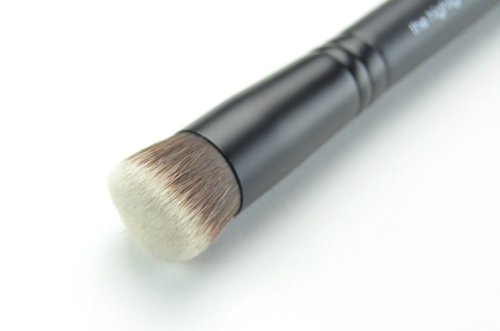 Rodial Highlight Brush  (3)