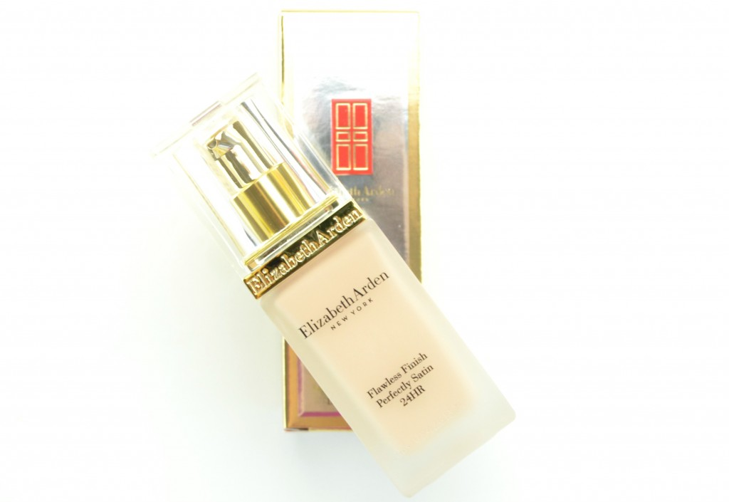 Elizabeth Arden Flawless Finish Perfectly Satin 24HR Liquid Makeup SPF 15 (2)
