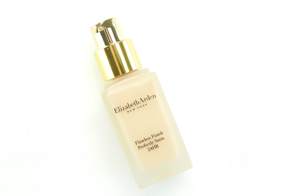 Elizabeth Arden Flawless Finish Perfectly Satin 24HR Liquid Makeup SPF 15 (6)