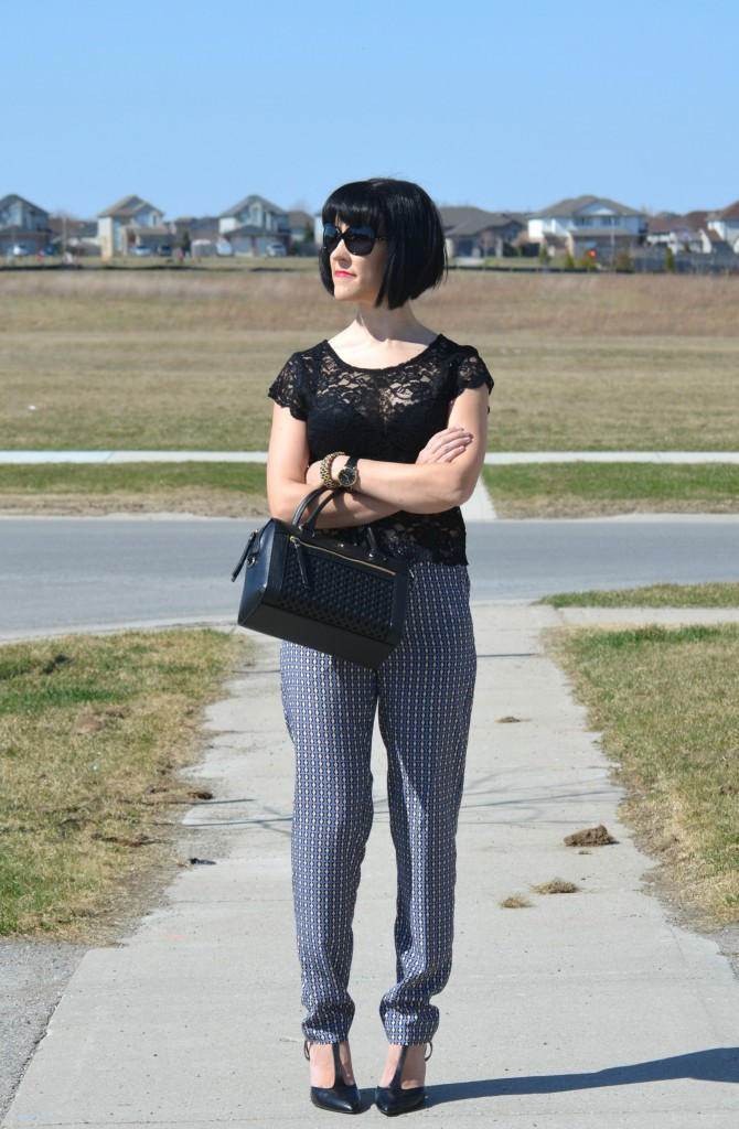 What I Wore, Canadian fashionista, black Lace Top, avon lace blouse, Oakley sunglasses, black purse, kate spade purse, black kate spade handbag, black oversize sunglasses