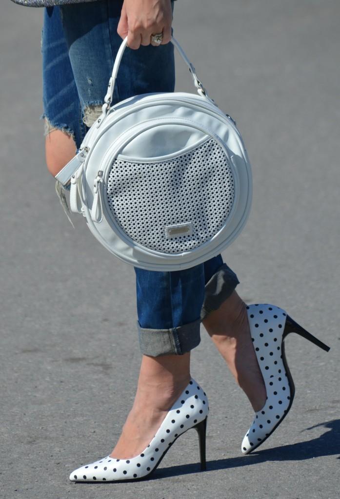 black Sunglasses, Polette sunglasses, white circle purse, Pinkstix purse, Boyfriend Jeans, The Gap jeans, Polka Dot Pumps, Le Chateau heels, Canadian fashion blogger