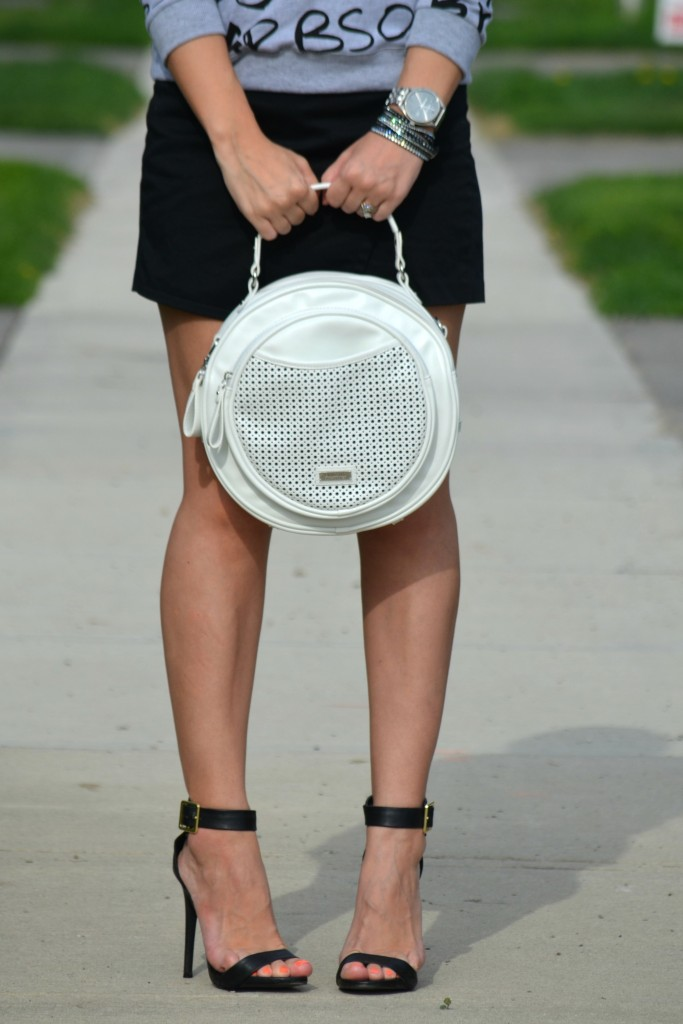 black Skort, zara black skort, white round purse, Pinkstix handbag, black Heel, Target shoes, Canadian fashion blogger