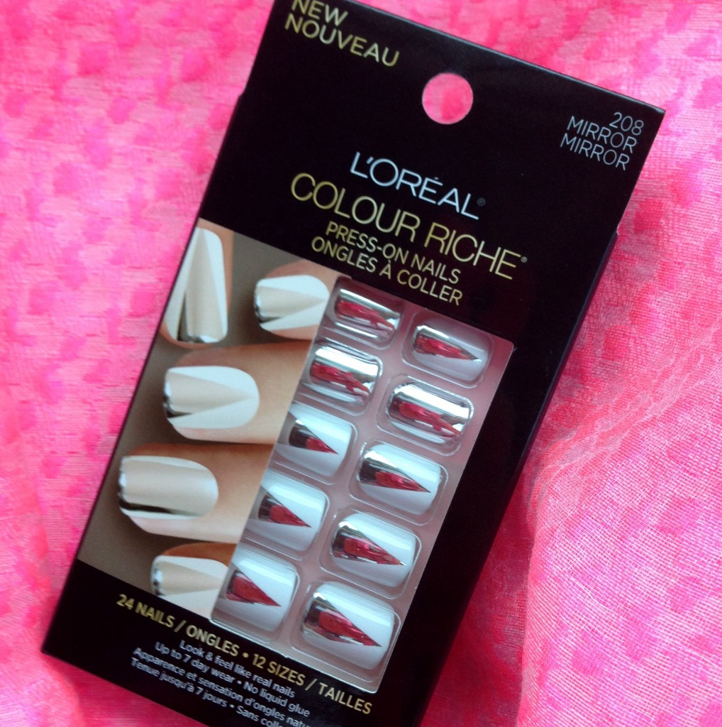 L'Oreal Paris Colour Riche Nail Press-On in 208 Mirror