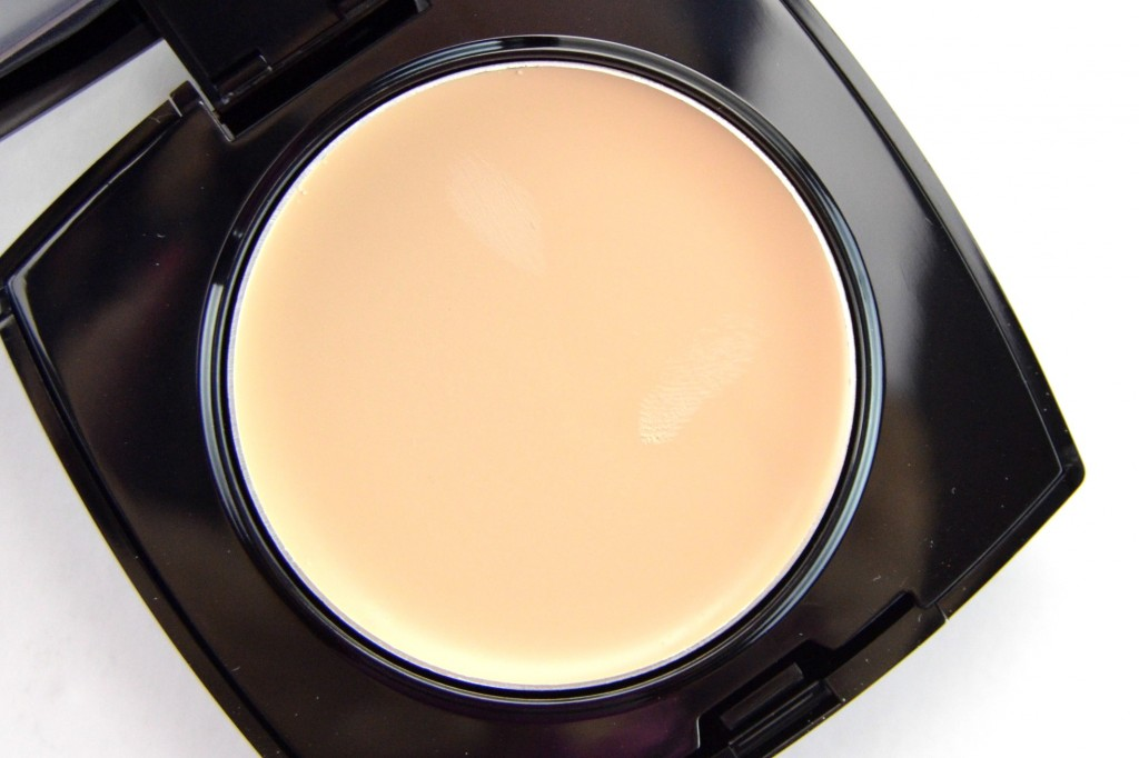 von Ideal Flawless Invisible Coverage Cream-to-Powder Foundation