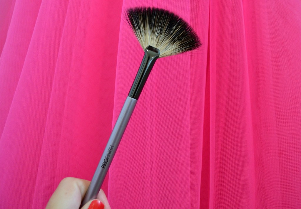 ProFinish Luxurious Fan Brush