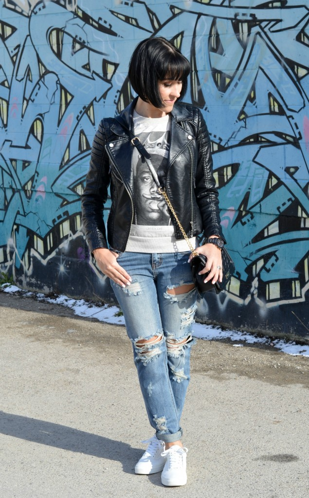 how to style white sneakers