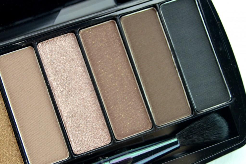 Wet N Wild10-Pan Studio Eyeshadow Palette in Coming in Latte