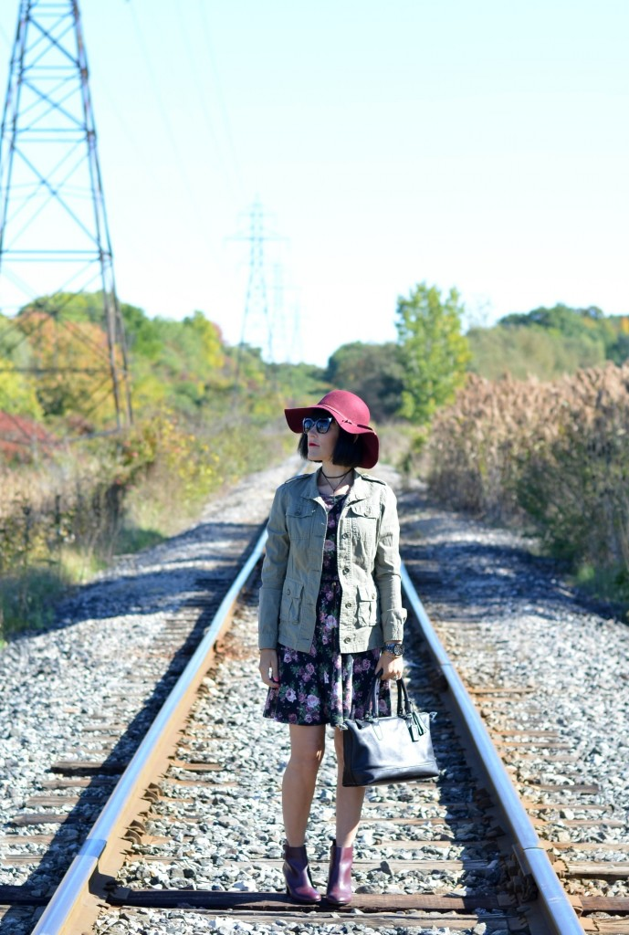 How to style a big floppy hat
