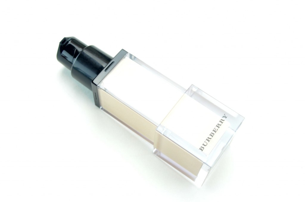 Burberry Fresh Glow Luminous Fluid Base Nude Radiance No. 01