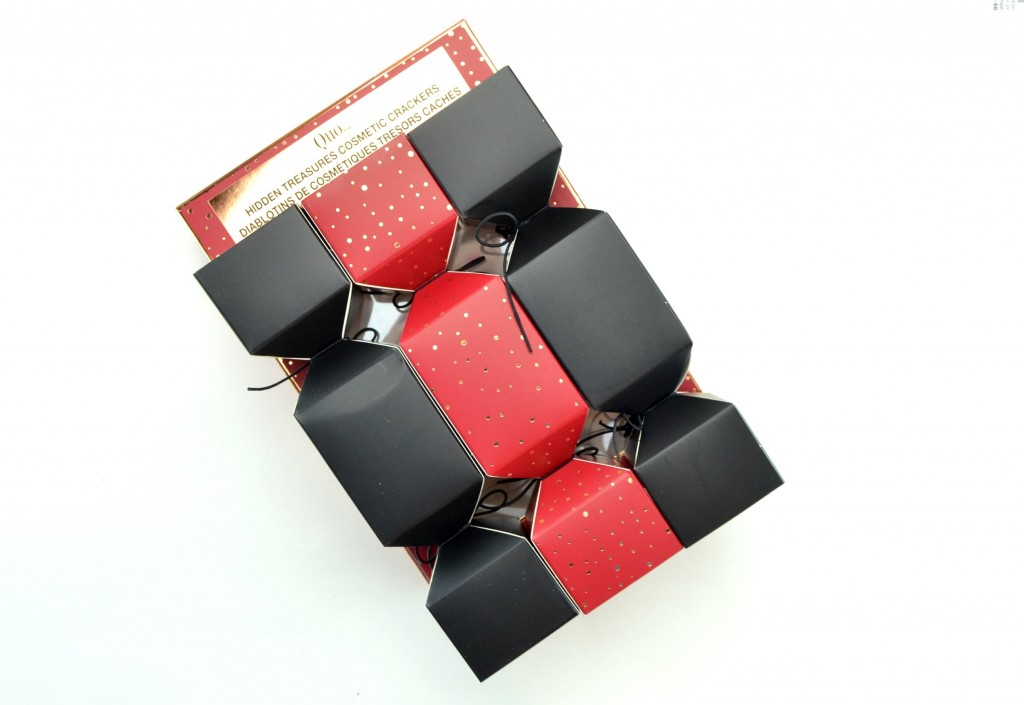 Quo Cosmetics Hidden Treasure Cosmetic Cracker Set