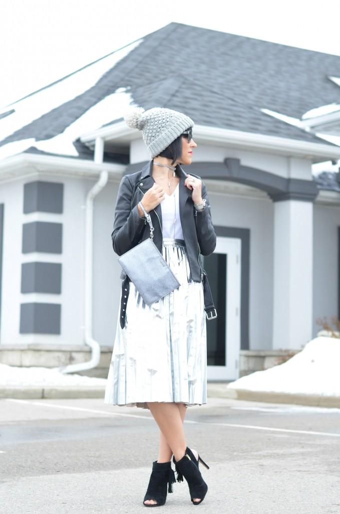 white tee, plain white tee, v-neck tee, white v-neck tee, street style blog, fashion blogs Canada, how to start a fashion blog, hello fashion blog, best fashion blogs