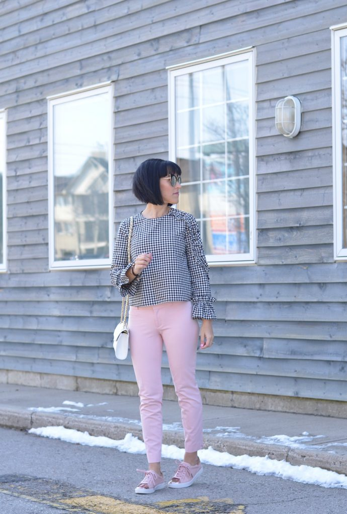 How to wear pink pants