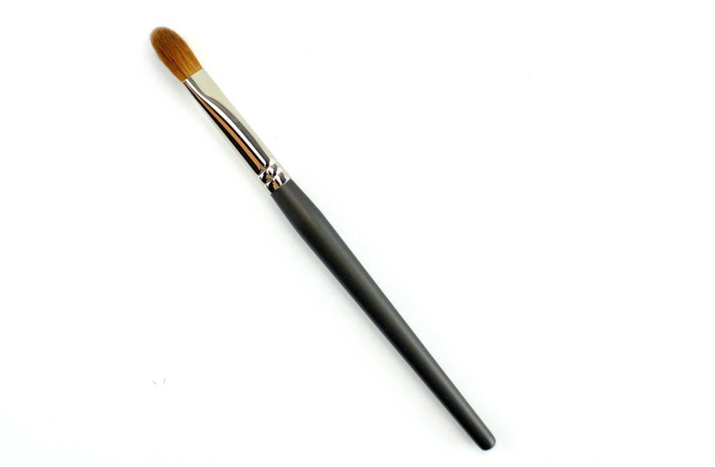 MUD Shadow Fluff Brush #330