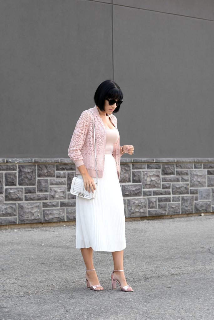 How To Wear A White Skirt In Fall