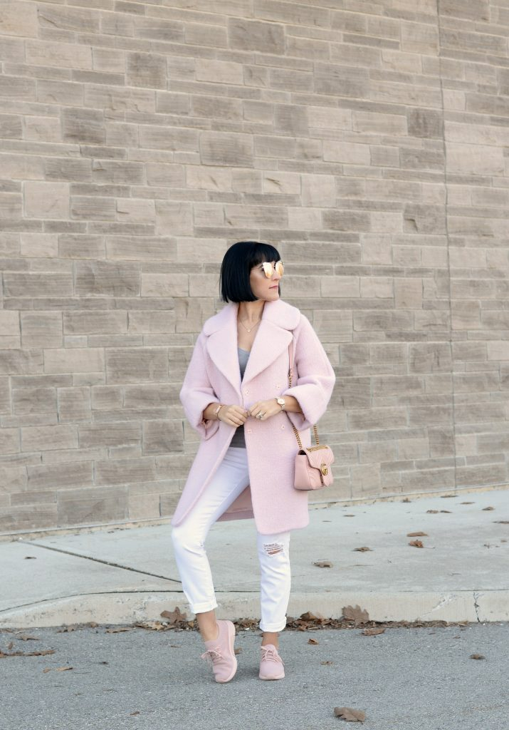 How to style sneakers for spring